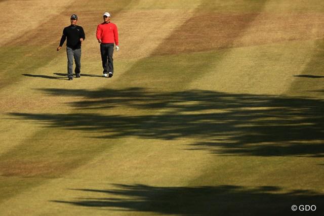 2013年 ゴルフ日本シリーズJTカップ 3日目 谷原秀人&小平智 今日は小平くんと楽しそうにラウンドしてましたね。首位とは3打差の2位タイです。