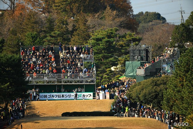 2013年 ゴルフ日本シリーズJTカップ 3日目 1番ホール 今日はスタートから多くのギャラリーが、東京よみうりCCを訪れましたね。