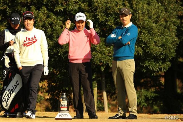 2013年 ゴルフ日本シリーズJTカップ 3日目 (左から)S.J.パク、S.K.ホ、ベ・サンムン 同組でラウンドした3人。今夜はみんなで美味ししい焼肉屋に行く相談でもしているように見えます。