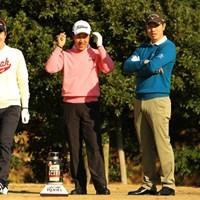 同組でラウンドした3人。今夜はみんなで美味ししい焼肉屋に行く相談でもしているように見えます。 2013年 ゴルフ日本シリーズJTカップ 3日目 (左から)S.J.パク、S.K.ホ、ベ・サンムン