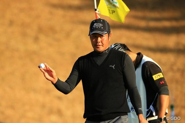 2013年 ゴルフ日本シリーズJTカップ 3日目 谷原秀人 「調子悪いですねぇ~」と今日もネガティブなコメントながらスコアを伸ばしました。首位とは3打差ですが、今季2勝目なるか・・・。