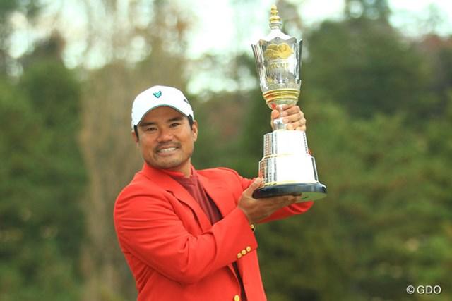 2013年 ゴルフ日本シリーズJTカップ 最終日 宮里優作 プロ11年目の宮里優作がついに悲願の優勝カップを掲げた