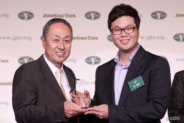 イーグル率賞とトータルドライビング賞を受賞したハン・ジュンゴン