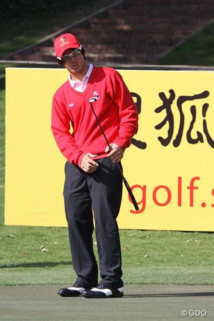 2013年 ザ・ロイヤルトロフィ 事前 石川遼 これでSサイズだというアジア選抜のウェア。だが、石川遼は意外にもお気に入りのようだ