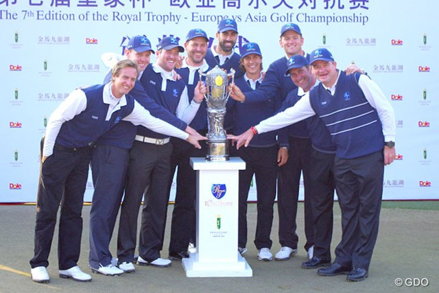 2013年 ザ・ロイヤルトロフィ 最終日 欧州選抜チーム 最終日のシングルス戦で一気に逆転し、欧州選抜が2年ぶり5語目の勝利を飾った