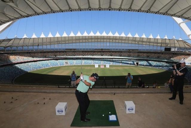 サッカーワールドカップの会場にもなったスタジアムでイベントに参加したL.ウーストハイゼン(Getty Images)