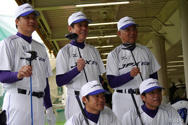 ミズノ TEAM JPX ミズノの新商品をPRする「TEAM JPX」。上段左から与田氏、牛島氏、大矢氏。下段左から仁志氏、緒方氏。