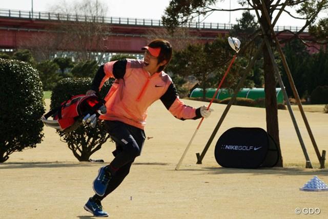 2014年 第1回日本スピードゴルフ選手権 キングコング・梶原さん 初参加のキングコング梶原さんは、張り切って9ホールのスピードゴルフにチャレンジした