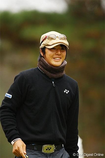 寒さ対策で帽子を被りラウンドをした石川遼