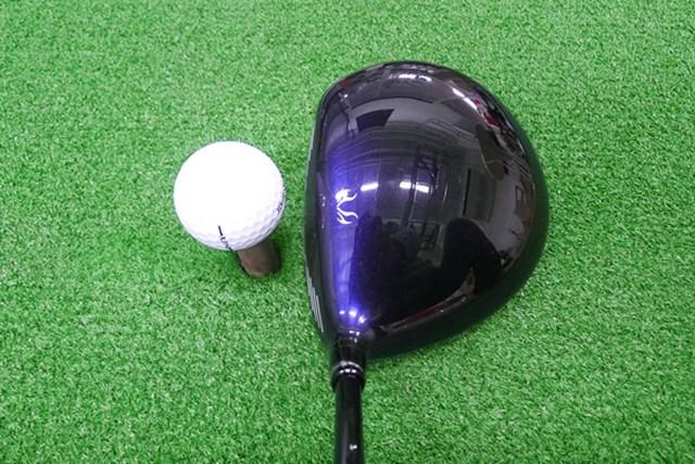 マーク試打 ミズノ JPX EIII ドライバー ヘッド色はミズノブルー。まん丸なヘッド形状が特長だ
