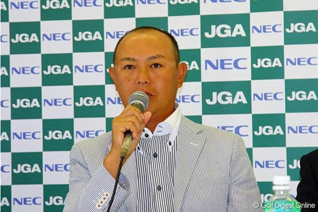ディフェンディングチャンピオンとして記者会見に出席した谷口徹