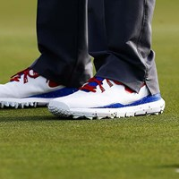 ウッズが履くナイキのゴルフシューズ。いつもと違うデザインの理由は(Greenwood/Getty Images) 2014年 ツアーギアトレンド ナイキ TW'14