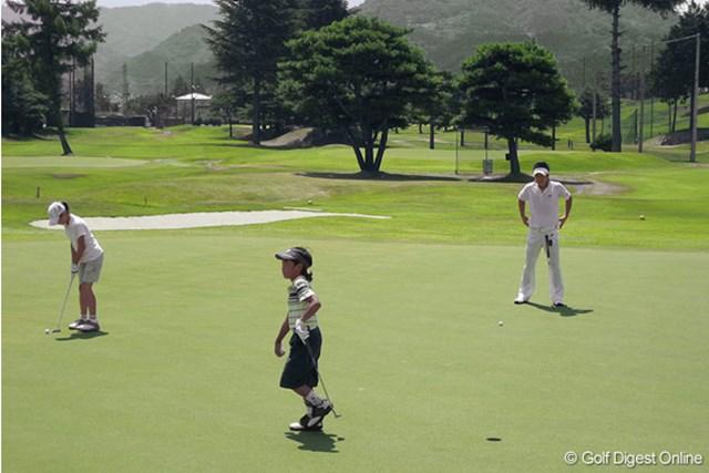 親しい関係者とのコンペを楽しいんだ石川遼と妹&弟