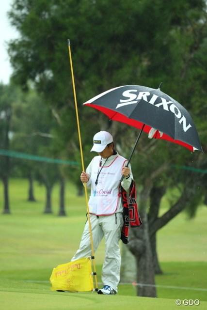 えっと…ピンもってる方が右で、傘もってる方が左?あれ?逆?