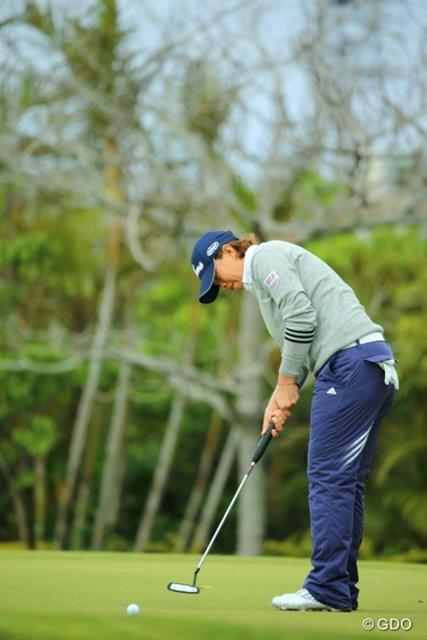 「タイのゴルフ場と似ている」と琉球の高麗グリーンを攻略したO.サタヤ