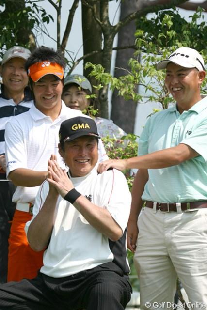 「肩なんか揉んで、殴られるんじゃないかと思った」という石川遼。プロアマ戦で賞金王と共に、偉大な先輩を立てる。