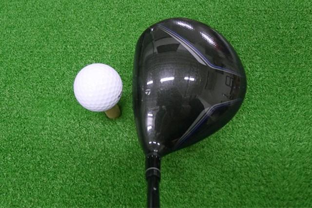 マーク試打 テーラーメイド JET SPEED ドライバー ヘッドのカラーはブラック。ヘッド体積は460ccで安心感がある