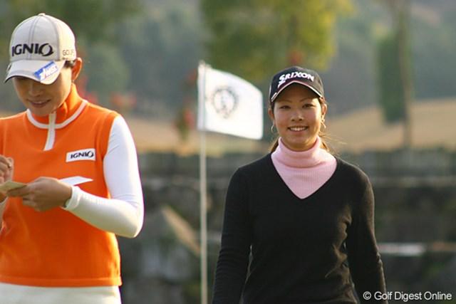 18番をホールアウト。優勝を確信し笑顔がこぼれる森田理香子