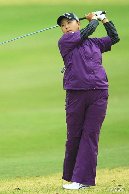 高貴な紫のレインウェアを着こなせるのも佐伯さんならではですね。