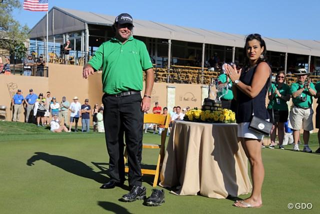 ツアー初優勝を飾ったボーディッチと妻のアマンダ。本当の喜びはまだ先にある