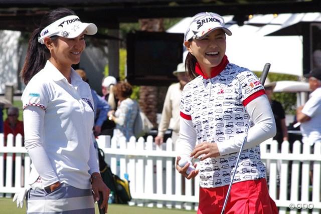 久しぶりにゴルフ場で再会した2人は笑顔で15分程度会話を交わした