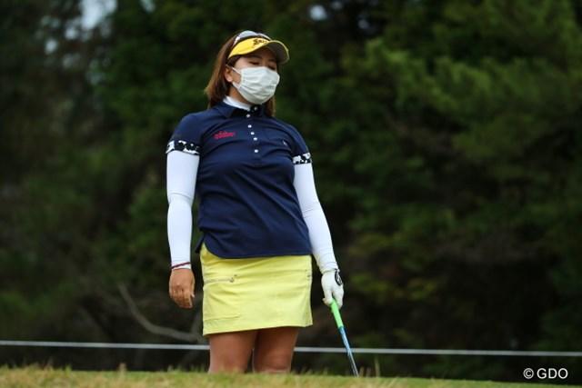 顔を覆う大きなマスク…この季節、吉田はやむなくこの姿