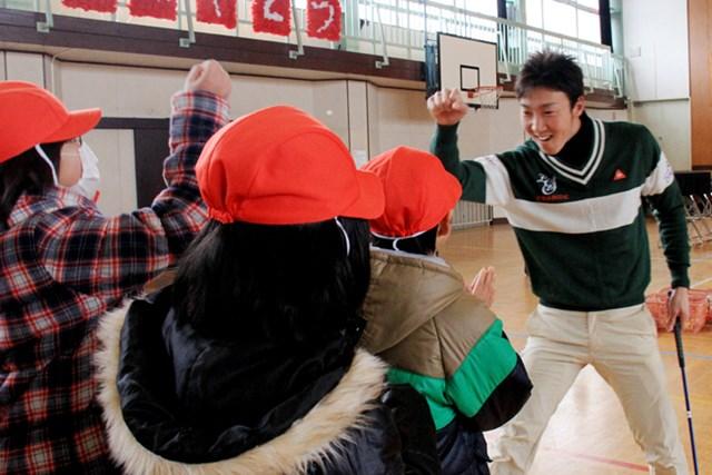 小学校を訪問する『ゴルフ伝導』に、まことしやかに伝わるジンクス。重永亜斗夢も「あやかりたい!」