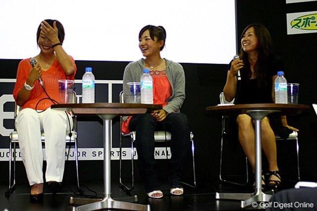 トークショーに参加した下村真由美(左)、有村智恵(中央)、原江里菜。ファンとの集いを楽しんだ