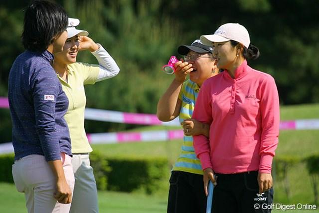 国内新規メジャー制覇を狙う韓国の全美貞、宋ボベ、申智愛、辛ヒョンジュ(左から)