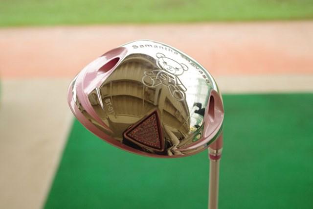 新製品レポート サマンサタバサ レディスゴルフクラブ サマンサのモチーフとなっているアイミーちゃんや、ブランドカラーのピンクをモチーフに、ブランドの世界観が隅々まで表現されている