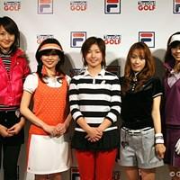 メンバー4人とコーチに就任した和田委世子(中央) 和田委世子