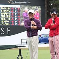 レクサス選手権で丸山茂樹と近藤智弘がファンの前でトークショーを行い笑いの渦を巻き起こした 丸山茂樹(左)と近藤智弘
