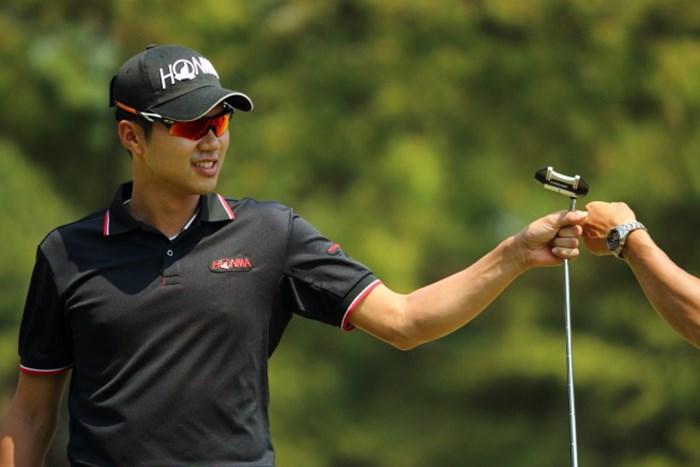 15番で余裕のイーグルをゲットした金 2014年 つるやオープンゴルフトーナメント 3日目 キム・ドフン