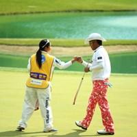 17番はツーパットで楽々のバーディー奪取 2014年 つるやオープンゴルフトーナメント 3日目 片山晋呉 山村彩恵