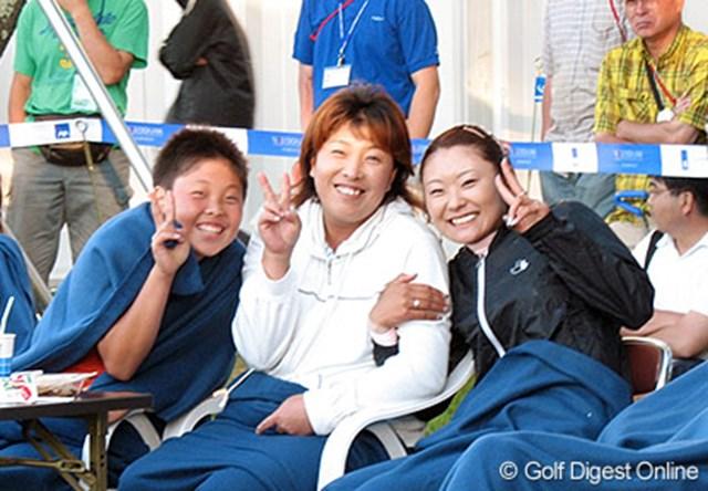 トーナメント会場での生ライブを楽しむ木村敏美親子&藤田幸希