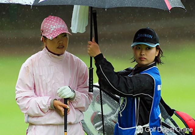 飯島姉妹に最終日も直接対決を挑む中島真弓(左)と佳奈子姉妹