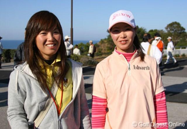 大会初日、応援に駆けつけた絵梨藻(左)と真梨藻