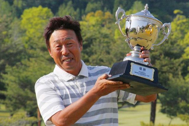陳志忠とのプレーオフを制し、ツアー通算2勝目を飾った奥田靖己※画像提供:日本プロゴルフ協会