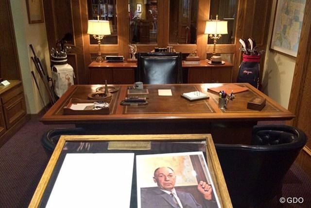 コロニアルCCのプロショップ内に移されたベン・ホーガンのオフィス。重厚な雰囲気が漂います。