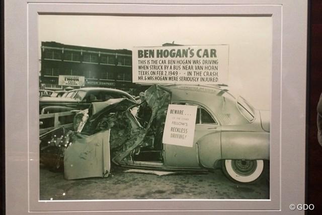 1949年の交通事故で大破したベン・ホーガン夫妻の乗った車。「無謀運転に注意!」という張り紙がアメリカっぽい…。