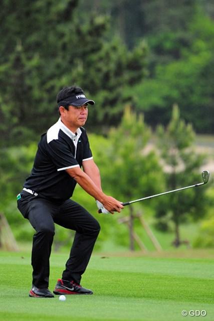 2014年 関西オープンゴルフ選手権競技 2日目 平塚哲二 まるで剣士のような(?)新手のポーズ??)で気合を入れてはります。ショットがビチビチで楽勝のゲーム展開でありました。1位T