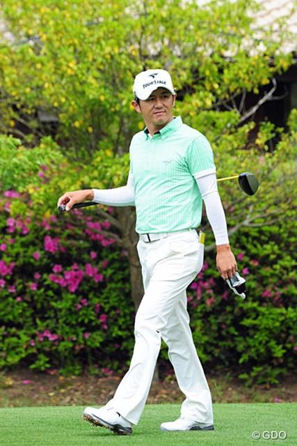 2014年 関西オープンゴルフ選手権競技 2日目 近藤共弘 いつもは黒系のウエアが多いからか、明るいウエアやと、な~んか、いつになくご機嫌な様子に見えますやん!15位T