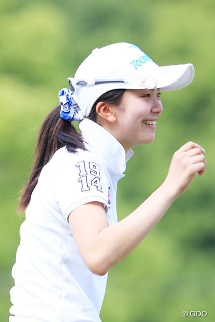 2014年 中京テレビ・ブリヂストンレディスオープン 2日目 堀琴音 18歳アマチュアの堀琴音に再び優勝のチャンス。この笑顔が続けば快挙も見えてくるはず