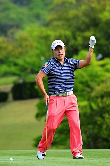 2014年 関西オープンゴルフ選手権競技 3日目 藤本佳則 彼の学生時代からそうなんやけど、どうしてもこういうユーモラスな写真を出してしまいたくなるんですワ。なんでやろ…。