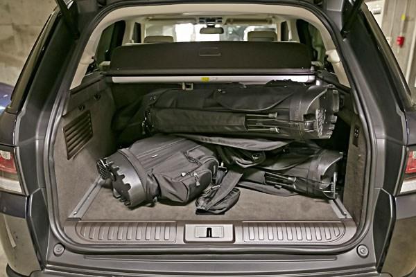 無理なく収納できるのはバッグ3つだが、そ