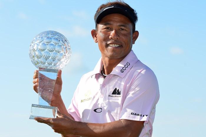 タイの英雄、T.ジェイディがプレーオフを制覇! ツアー通算6勝目を飾った(Mark Runnacles/Getty Images) 2014年 ノルデアマスターズ 最終日 トンチャイ・ジェイディー