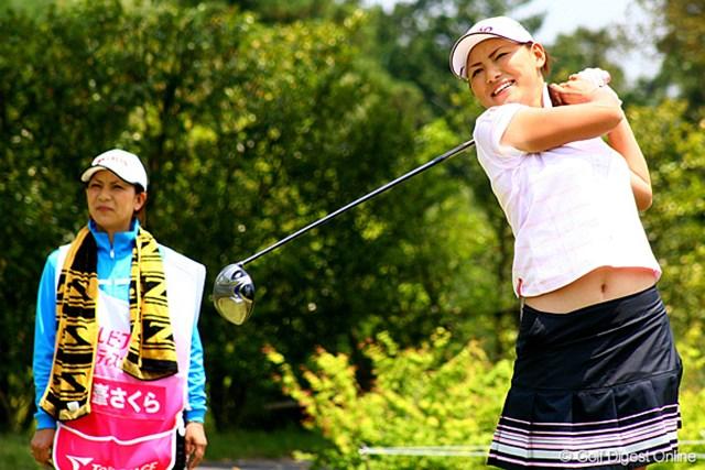 姉・彩花さんとのコンビは今季2度目。終始和やかなムードでプレーを続ける横峯さくら