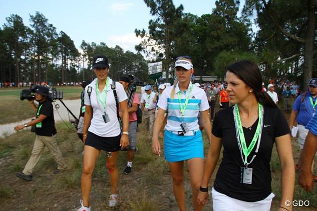 2014年 全米オープン 最終日 観戦 最終組を観戦する女子選手。こんな光景が見られるのは今回だけかも