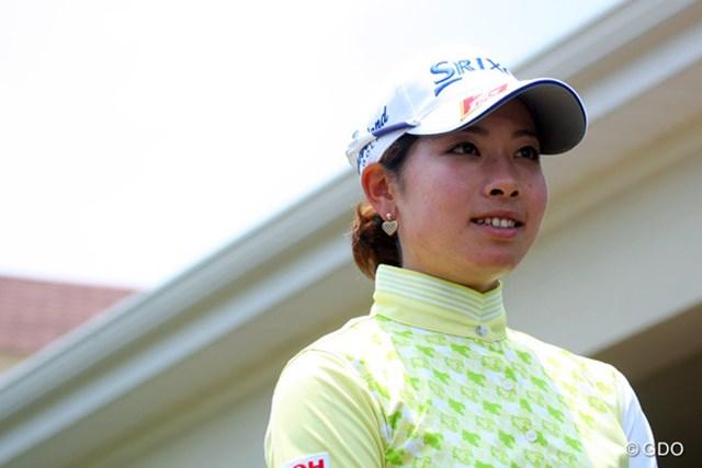 2014年 全米女子オープン 事前 森田理香子 パインハーストのクラブハウス前で笑顔の森田。右手薬指の影響もないと断言した