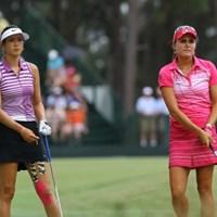 4月に初のメジャータイトルをさらわれたトンプソン(右)には競り勝ったウィ。首位タイで最終日へ 2014年 全米女子オープン 3日目 ミッシェル・ウィ レクシー・トンプソン